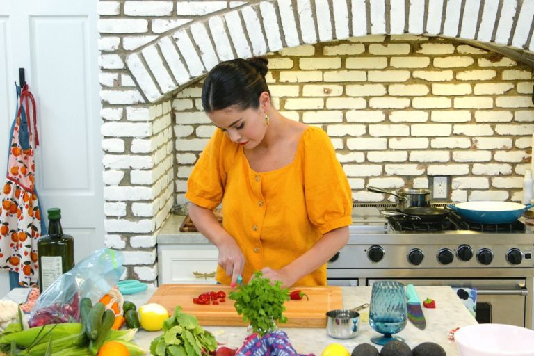 Selena Gomez to Star in HBO Max's Quarantine Cooking Show