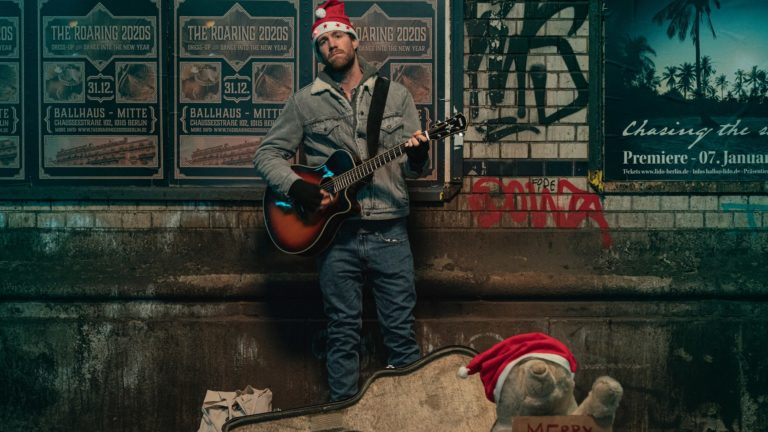 Netflix's Over Christmas Review: An Average German Christmas Entertainer